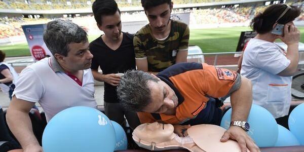 Cel mai mare curs de resuscitare din România; nu am depăşit recordul mondial de participare