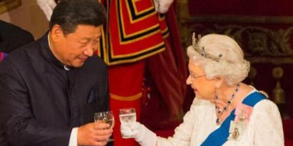 Gafă a reginei Angliei surprinsă de o cameră indiscretă