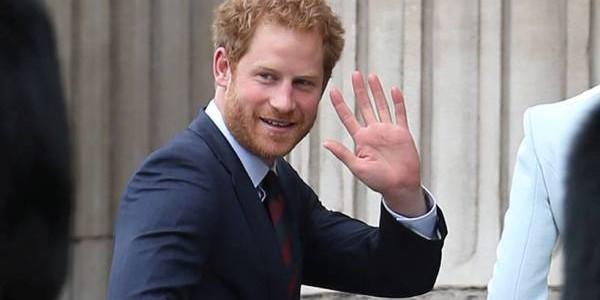 Prinţul Harry, cerut în căsătorie de o fană înfocată