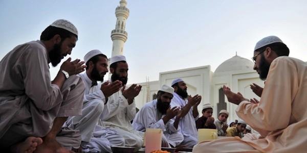 Arestaţi pentru că s-au sărutat în postul Ramadanului