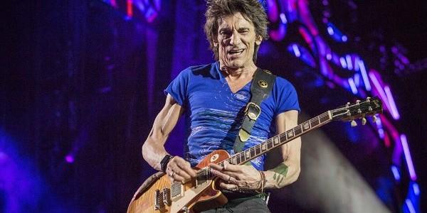 Chitaristul trupei Rolling Stones a devenit tatăl a două fetiţe gemene la 69 de ani