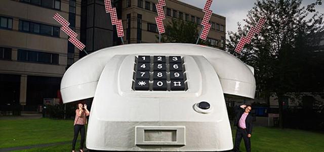 Cel mai mare telefon din lume