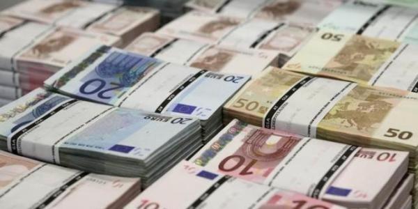 """Băncile germane se gândesc să ţină banii """"la saltea"""" în loc să îi depună la BCE"""