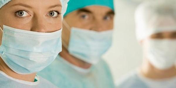 82,3% dintre tinerii medici spun că este posibil să emigreze