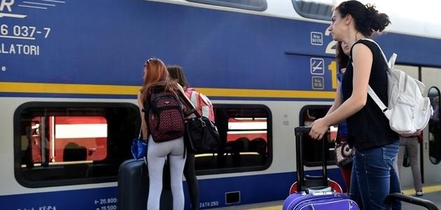 40 de trenuri suplimentare pentru turiştii care vor să ajungă pe litoral sau în Deltă
