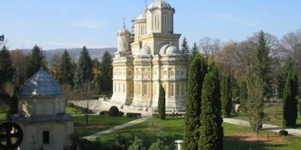 Mănăstirea Curtea de Argeş – necropola regilor României