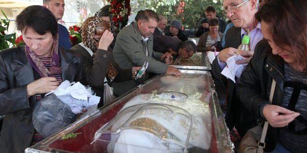 IAŞI: Pelerinii care vin de hramul Sf Parascheva se pot închina şi la moaştele Sf Cuvios Neofit Zăvorâtul