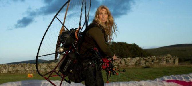 O femeie zboară cu lebedele peste 7.000 de kilometri