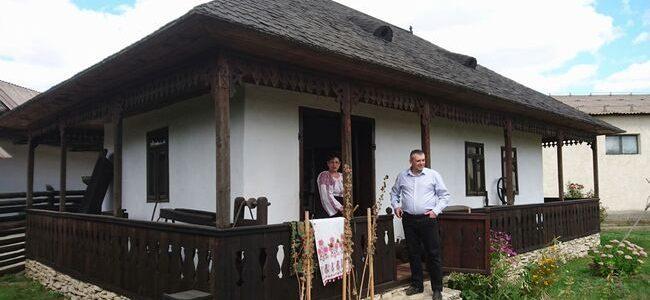 Casă tradiţională cu o odaie şi tindă la singurul muzeu privat de etnografie din Botoşani