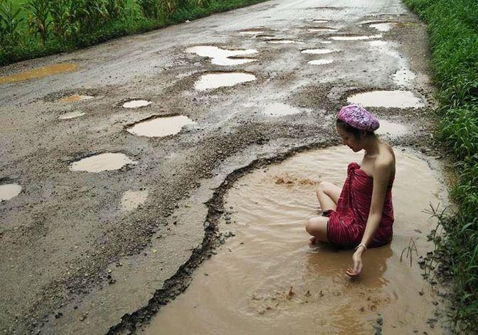 protest-gropi-asfalt