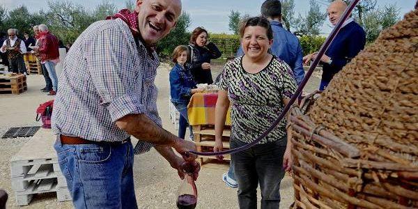 O fântână din Italia oferă trecătorilor vin