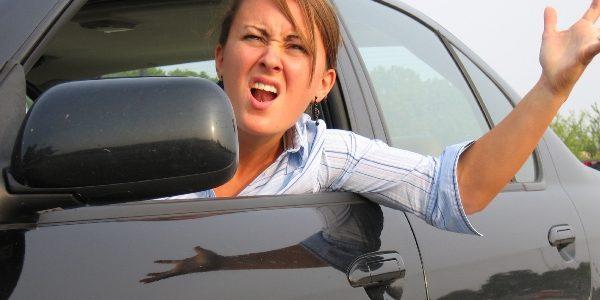 Femeile sunt mai nervoase la volan decât bărbaţii