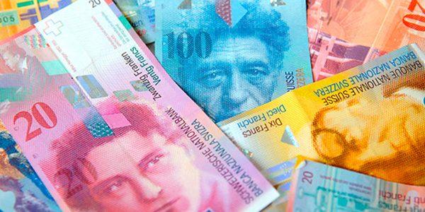 Legea privind conversia creditelor în franci elveţieni aşteaptă promulgarea