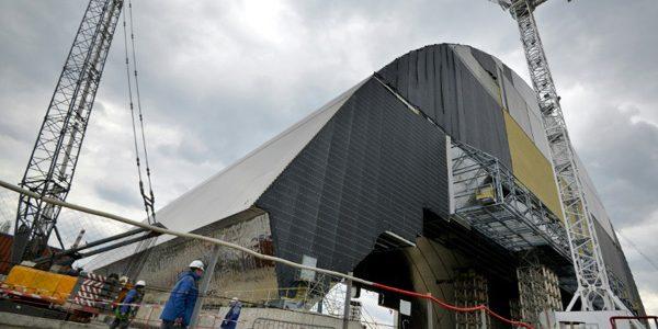 Un dom gigantic de protecţie peste reactorul de la Cernobîl