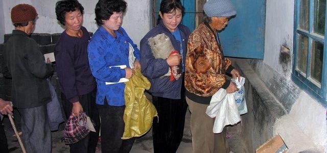Coreea de Nord: raţii alimentare de 300 grame/zi