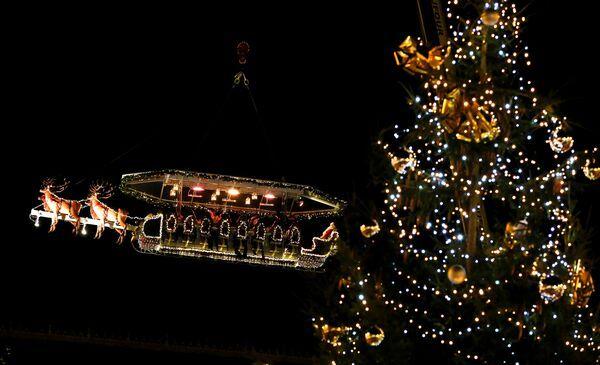 santa-in-the-sky-03