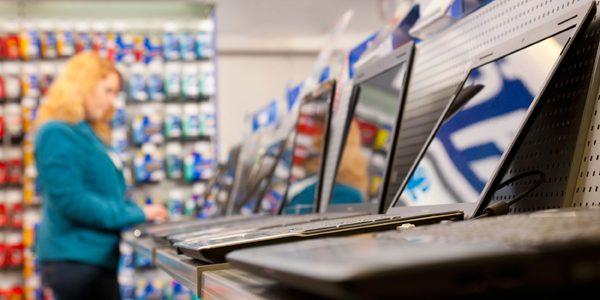 Comercianţii pot vinde numai produse electrice sau electronice marcate cu însemnul CE