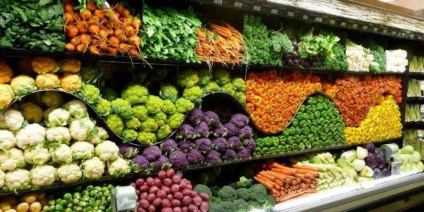 Exigenţele exagerate ale supermarketurilor contribuie la criza alimentară mondială