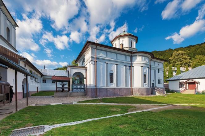 manastirea-frasinei-02