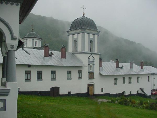 manastirea-frasinei-03
