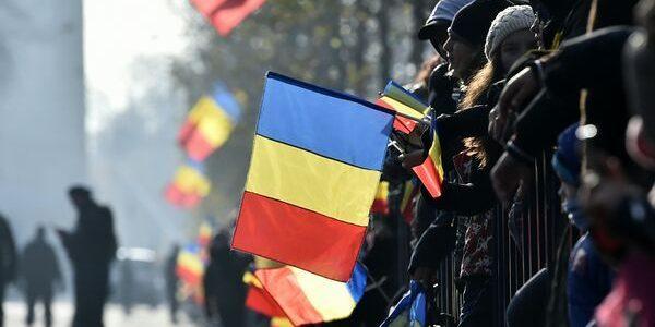 Mii de români la defilarea de Ziua Naţională