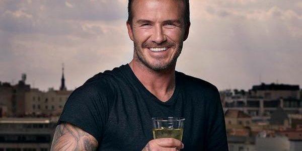 """David Beckham şi-a """"oferit"""" tatuajele unei campanii Unicef"""
