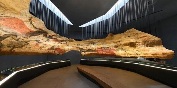O replică fidelă a peşterii din Lascaux, deschisă publicului