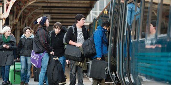 De astăzi, studenţii pot circula gratuit cu trenul