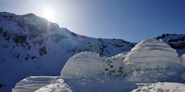 Singurul hotel de gheaţă din România, rezervat integral înainte de a fi gata