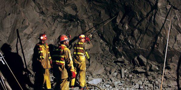 Proteste ale minerilor de la Paroşeni şi Uricani; 360 de oameni s-au autoblocat în subteran