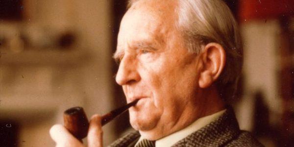 """J.R.R.Tolkien, creatorul trilogiei """"Stăpânul inelelor"""""""