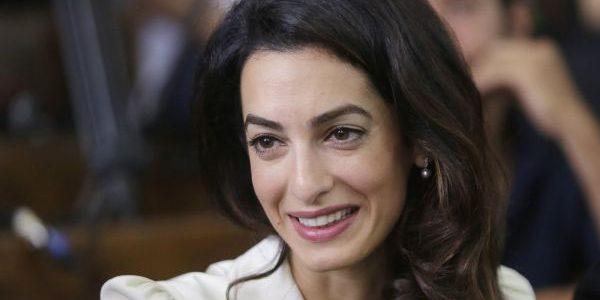 Amal Clooney ar fi însărcinată cu gemeni