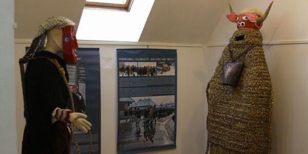 Muzeul Etnografic al Transilvaniei: Expoziţie de măşti şi costume rituale