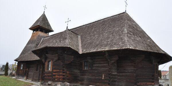 Pictura din Biserica lui Petru Maior din Reghin se pierde pe zi ce trece