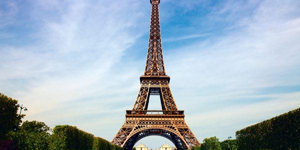 Turnul Eiffel ar putea fi protejat de un zid de sticlă anti-glonţ