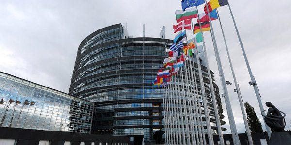 """Parlamentul European vrea ca roboţii să fie prevăzuţi cu un """"buton al morţii"""""""