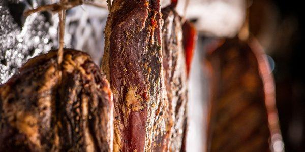 Produs din carne realizat printr-un procedeu unic în România, de maturare într-o galerie din salină