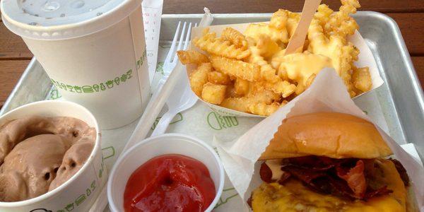 Mai multe ambalaje de fast-food conţin substanţe potenţial nocive pentru sănătate