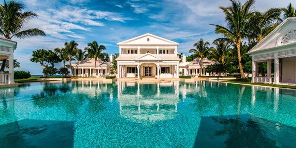 Pleaşcă! Celine Dion îşi vinde proprietatea din Palm Beach cu 38,5 milioane USD