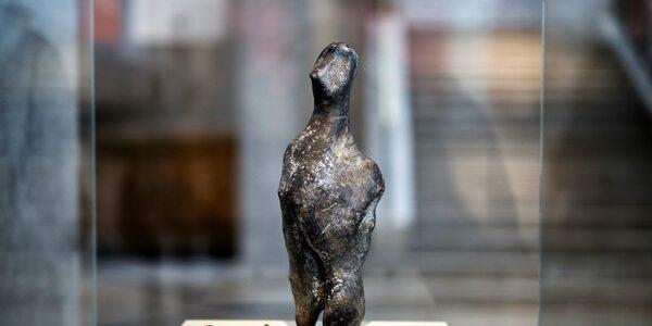 Statuie enigmatică veche de circa 7.000 de ani