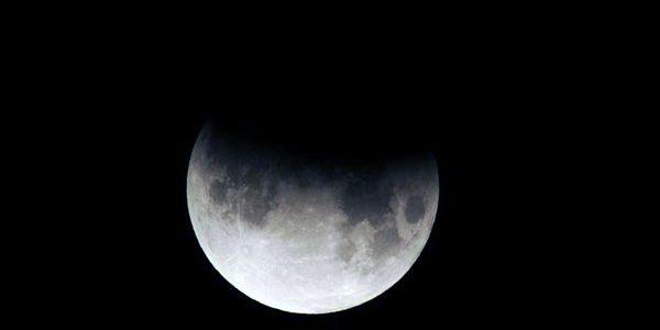 Eclipsă parţială de Lună vizibilă în România