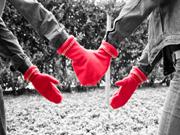 O invenţie pe zi: Mănuşi pentru îndrăgostiţi