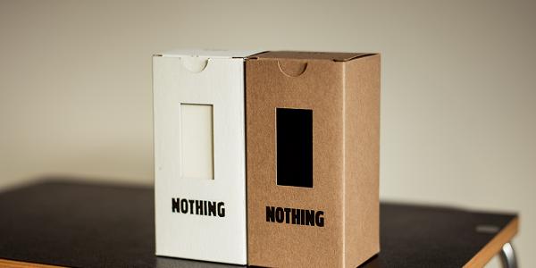 """O cutie cu """"nimic"""" este cadoul la modă pentru Crăciun"""
