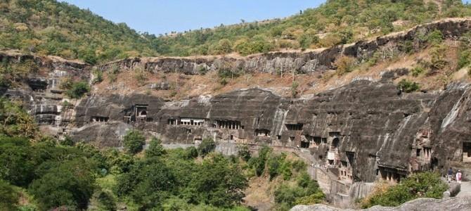 Spectaculoasele grote de la Ajanta şi Ellora din India
