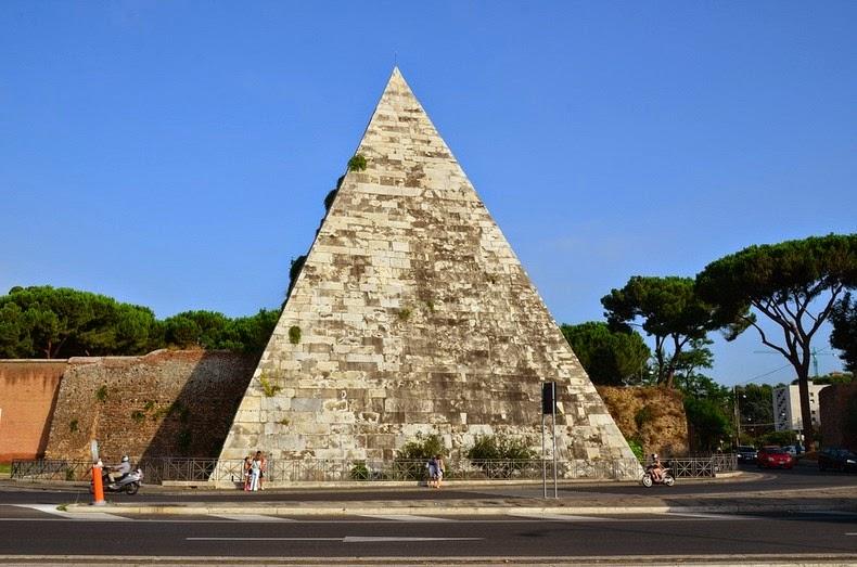 Piramida-Cestius1