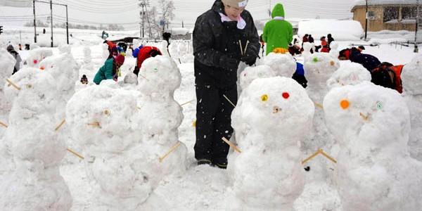 1.585 de oameni de zăpadă în 60 de minute