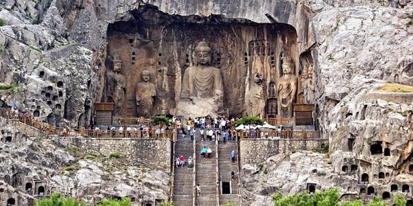 Grotele Longmen din China