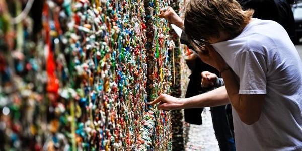 Zidurile cu gumă de mestecat: atracţiile lipicioase ale Americii