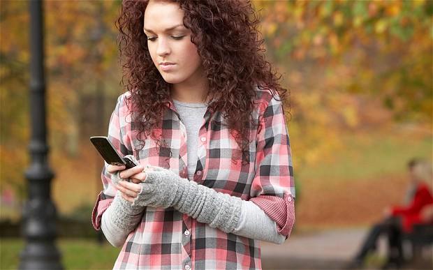 femeie-telefon-mobil