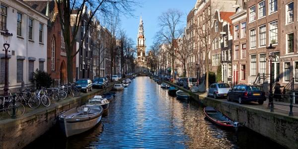Amsterdam: sistemul de canale a fost realizat în secolul XVII